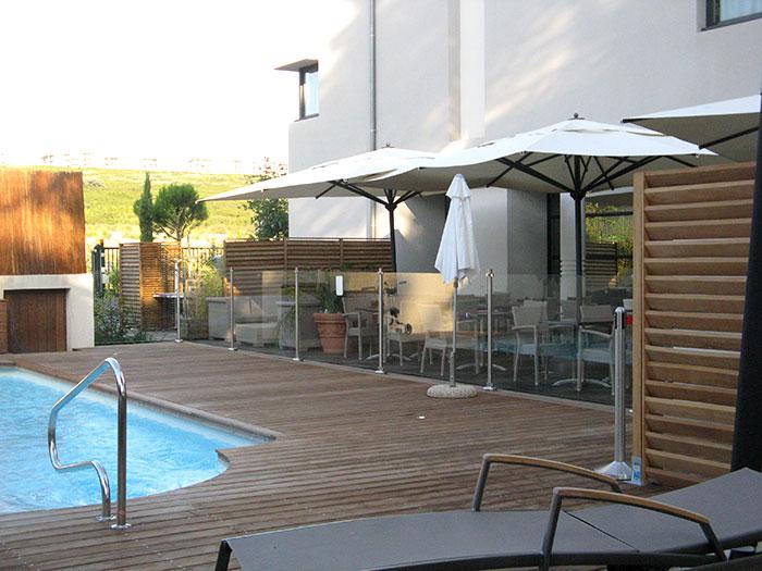 Garde corps piscine vitr m tallerie inox alu concept for Piscine vitre